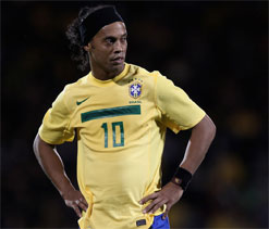 Ronaldinho`s debut for Atletico Mineiro  put off