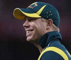 Warner believes 'much vaunted' England pacemen are ``gettable``