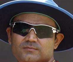 Sehwag unveils ICC World T-20 trophy in Indore