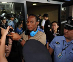 Huge crowd welcomes Didier Drogba to China