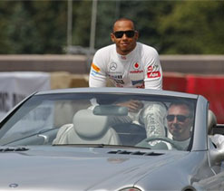 Hamilton would love night time Moscow Grand Prix