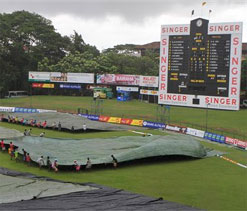 Rain frustrates Pakistan hopes