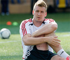 Nicklas Bendtner set to sign off from Arsenal with £7.5m price tag