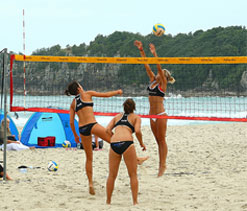 US women volleyballers won't ditch sexy bikinis at London games
