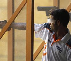London Olympics: Shooter Vijay Kumar fails to qualify in 10m Air Pistol