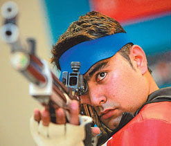 London 2012 Shooting: Abhinav Bindra crashes out, Gagan Narang qualifies