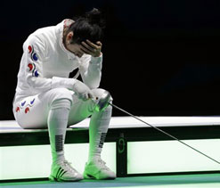 Olympics 2012 fencing: Korean girl falls victim to timing error