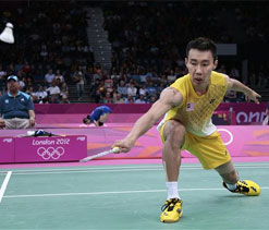 Top seed Chong Wei scrapes into badminton last 16