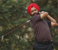 Sujjan shoots eight-under, takes lead in Indonesia