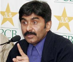 PCB asks Miandad to work with u-19 team ahead of World Cup