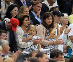 Federer's twin daughters cheer as dad wins 7th singles title at Wimbledon