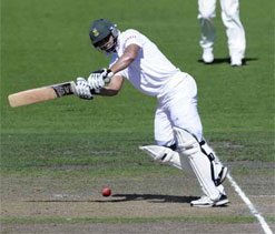 Headingley Test: Centurion Petersen puts S Africa in command