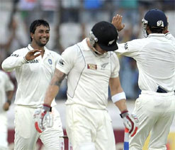 India tighten grip on first Test against New Zealand