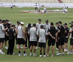 Kiwis aim to make the most of overcast conditions in 2nd Test
