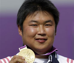 London Olympics archery: South Korea`s Oh shoots gold