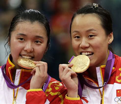 London Olympics badminton: China win women`s doubles gold