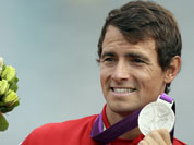 Canada`s Adam vav Koeverden displays the silver medal he won in the men`s kayak single 1000m in Eton Dorney, near Windsor, England, at the 2012 Summer Olympics.