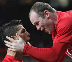 Ronaldo cant walk past his reflection without admiring it: Rooney
