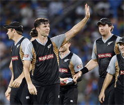Dhoni erred in his decision to bowl first: James Franklin