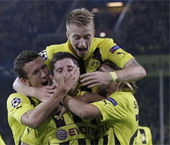 Lewandowski scores late to give Borussia Dortmund victory