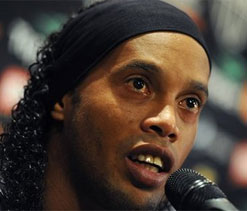 Ronaldinho thanks fans for mother`s tribute
