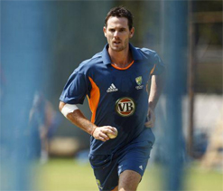 Shaun Tait goes slow on the ramp