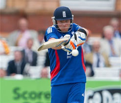 Ian Bell guides England to six-wicket win over South Africa