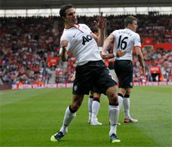 EPL 2012: Van Persie hat-trick seals dramatic late comeback victory for Manchester United