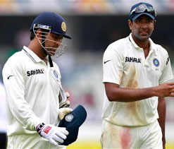 Pleasing to see spinners fight on unhelpful tracks: Dhoni