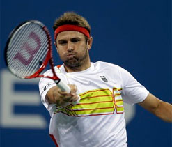 Federer moves to quarters after Fish pulls out of US Open