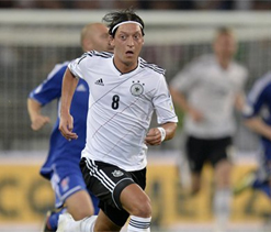World Cup qualifying: Mesut Ozil inspires Germany to win