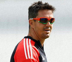 Pietersen signs full central contract with ECB
