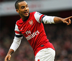 Walcott agrees to new Arsenal deal