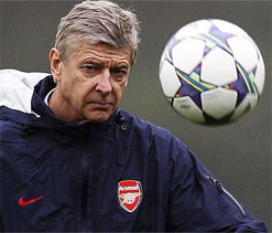 Wenger says knew Van Persie would spur Man U to PL title