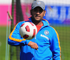 Dhoni`s pals recall old times
