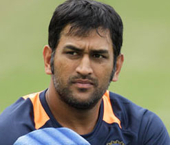 MS Dhoni survives injury scare ahead of 3rd ODI