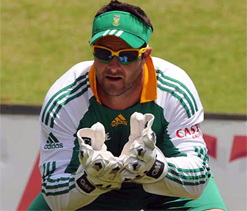 Boucher back to mentor young SA keeper De Kock