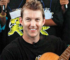 Ball signed by Brett Lee to be auctioned online