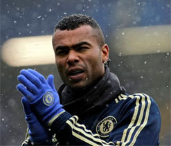 Ashley Cole extends one-year contract with Chelsea