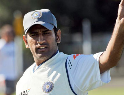 We should`ve batted sensibly, we`re 30-35 runs short: Dhoni
