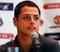 Manchester Uniteds Javier Hernandez confident of winning treble