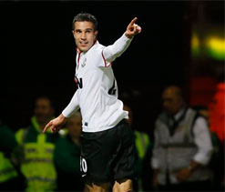 FA Cup: Van Persie rescues Man United in a 2-2 draw with Newcastle