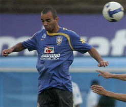 Atletico-MG look to sign Brazil international