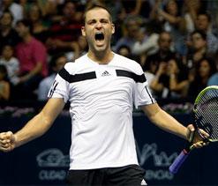 Youzhny upsets Ferrer to take Valencia title