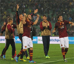 Roma beat Udinese to stay top in Serie A