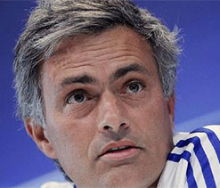 Mourinho deflects praise for Chelsea form onto players