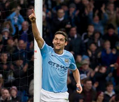 Jesus Navas's hat-trick guides Man City to 6-0 over Spurs