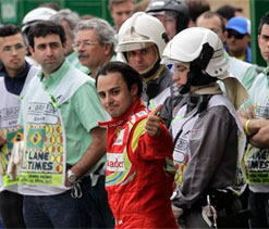 Felipe Massa signs off from Ferrari in frustration