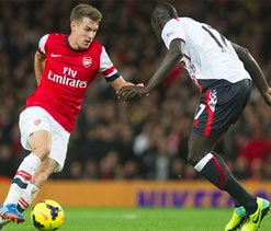 Arsenal go five clear, United, City stroll