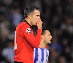 UEFA Champions League: Robin van Persie misses penalty in Sociedad stalemate